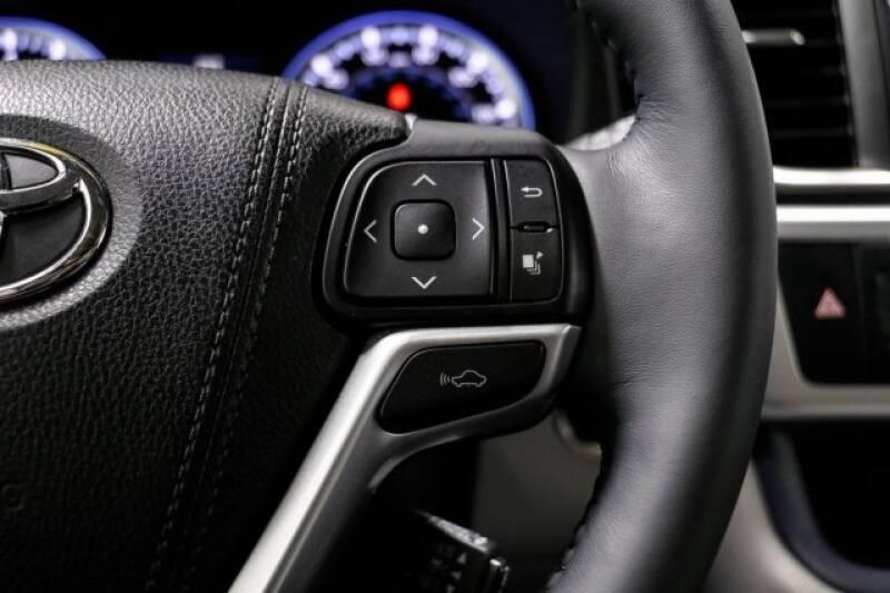 2016 Toyota Highlander Limited Platinum (image 32)