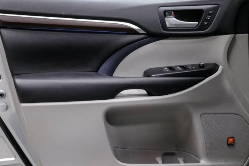 2016 Toyota Highlander Limited Platinum (image 25)