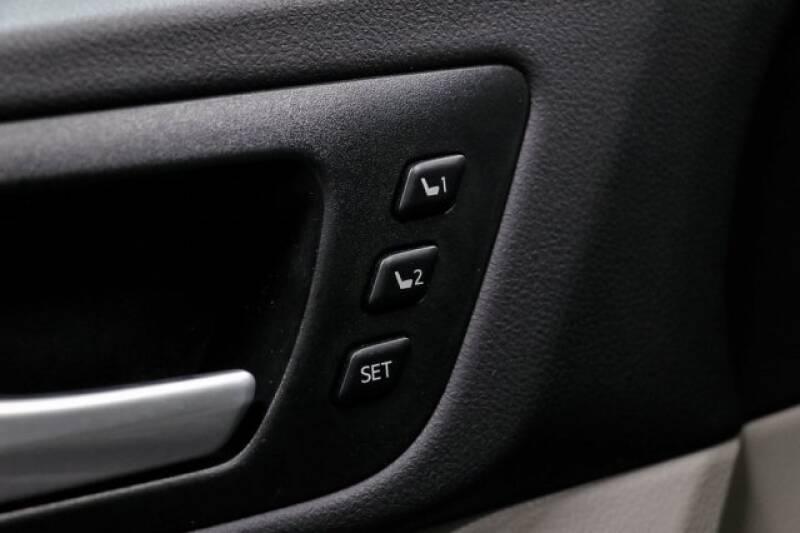 2016 Toyota Highlander Limited Platinum (image 27)