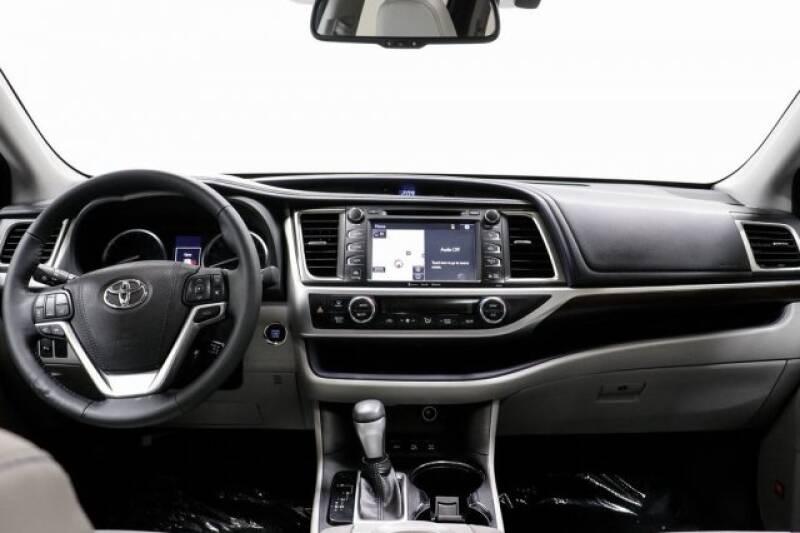 2016 Toyota Highlander Limited Platinum (image 17)