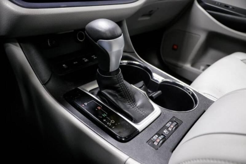 2016 Toyota Highlander Limited Platinum (image 33)