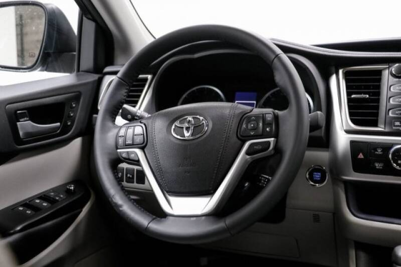 2016 Toyota Highlander Limited Platinum (image 18)