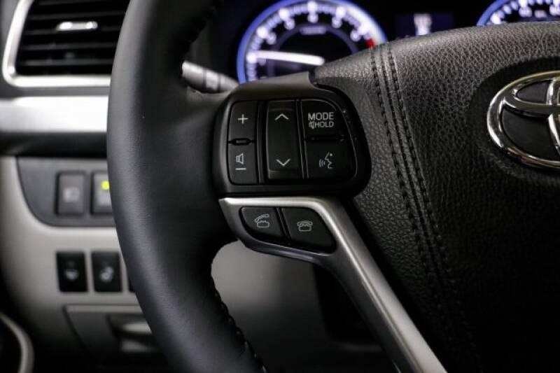 2016 Toyota Highlander Limited Platinum (image 31)