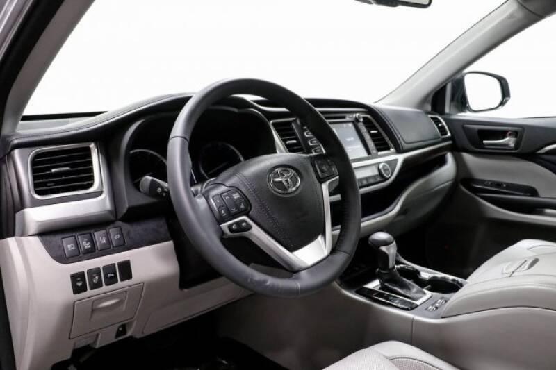 2016 Toyota Highlander Limited Platinum (image 24)