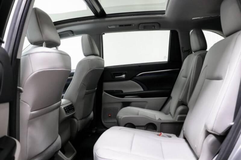 2016 Toyota Highlander Limited Platinum (image 22)