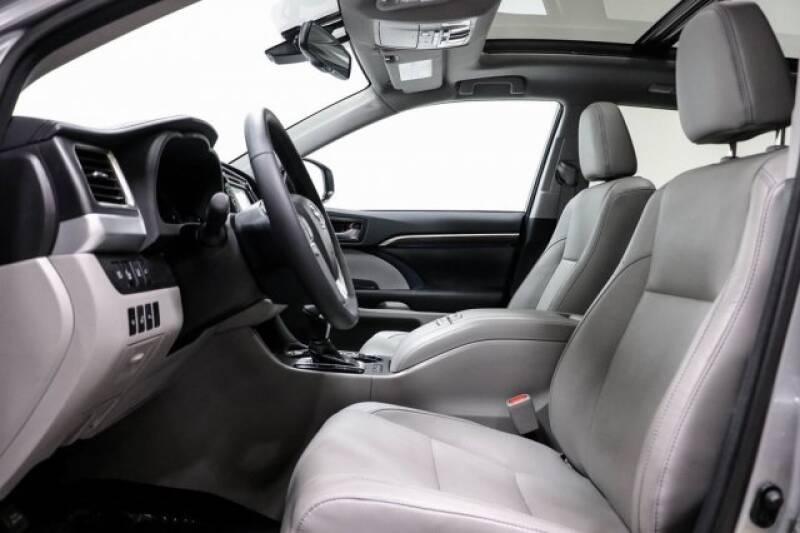 2016 Toyota Highlander Limited Platinum (image 23)