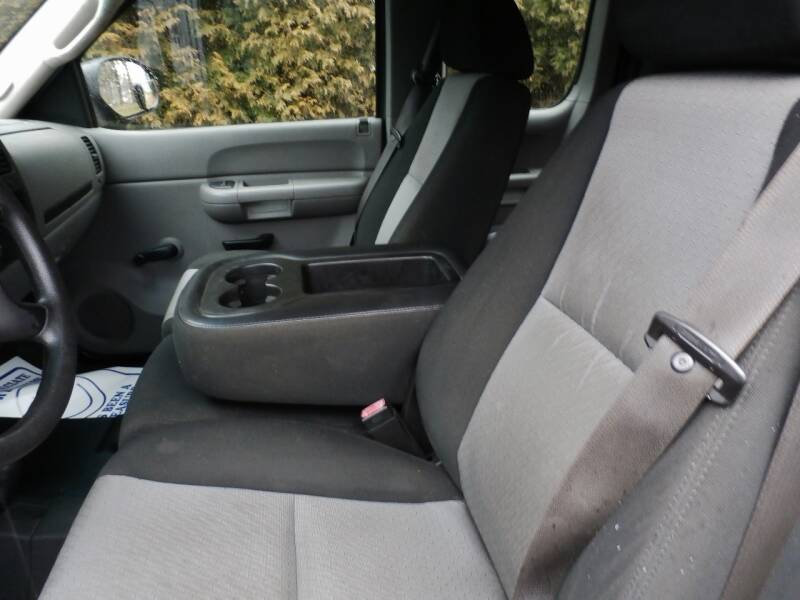 2009 Chevrolet Silverado 1500 Work Truck (image 11)