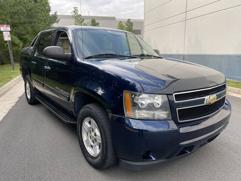 2008 Chevrolet Avalanche for sale at PM Auto Group LLC in Chantilly VA