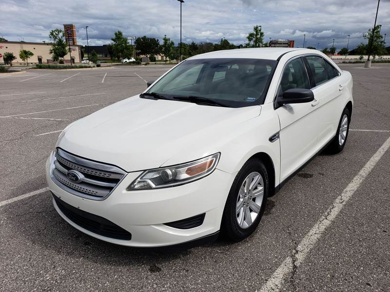 2010 Ford Taurus for sale at Auto Hub in Grandview MO