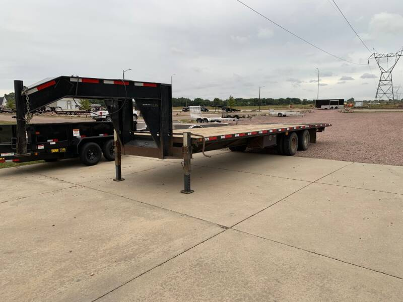 2015 Finish Line FB32GN Hydraulic Tail for sale at Prairie Wind Trailers, LLC in Harrisburg SD