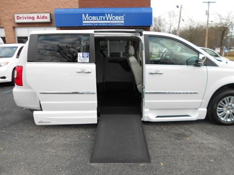 2015 Chrysler Town and Country for sale in Doraville, GA