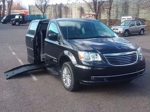2016 Chrysler Town and Country for sale in East Hartford, CT