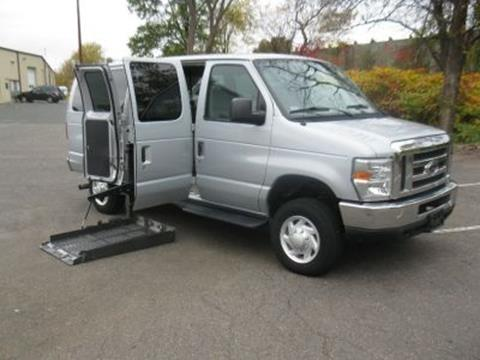 2008 Ford E-Series Wagon for sale in East Hartford, CT