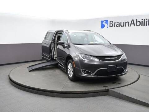 2019 Chrysler Pacifica Touring L for sale at MobilityWorks Corporate - MobilityWorks (Woodbury) in Woodbury NJ