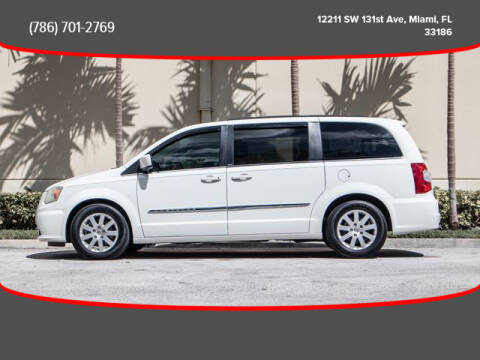 2013 Chrysler Town and Country for sale in Miami, FL