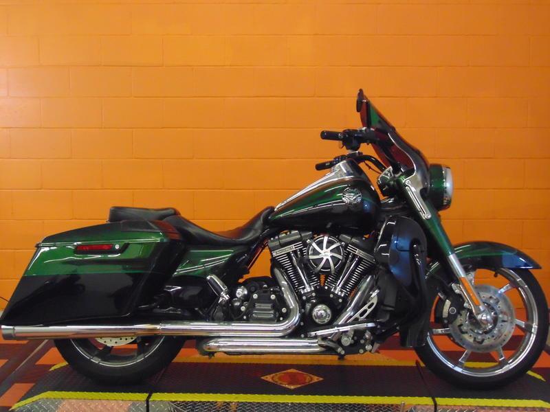 2014 Harley-Davidson® FLHRSE - CVO™ Road King&