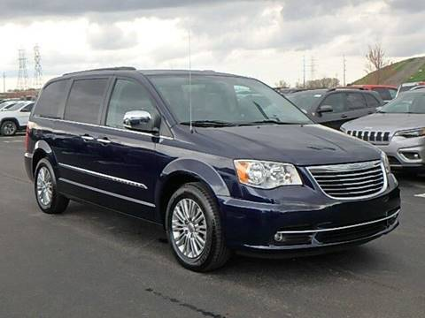 2016 Chrysler Town and Country for sale in Saginaw, MI