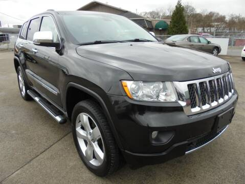2013 Jeep Grand Cherokee for sale at PIONEER AUTO SALES LLC in Cleveland TN