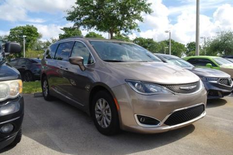 2017 Chrysler Pacifica for sale in Pembroke Pines, FL