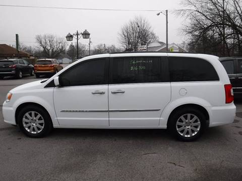 2016 Chrysler Town and Country for sale at Dave's Car Corner in Hartford City IN