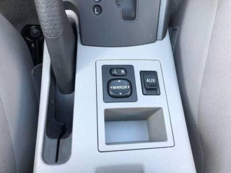 2011 Toyota RAV4 (image 15)