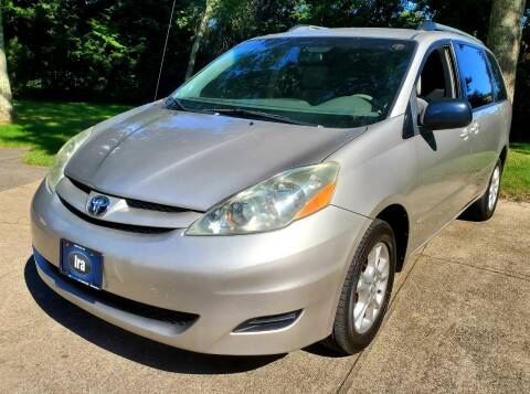 2006 Toyota Sienna for sale at The Car Store in Milford MA