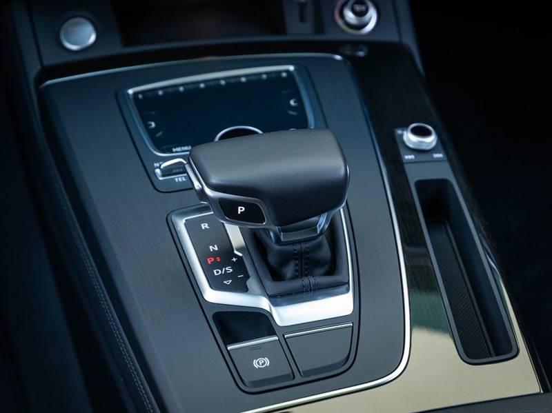 2020 Audi Q5 2.0T quattro Premium Plus (image 32)