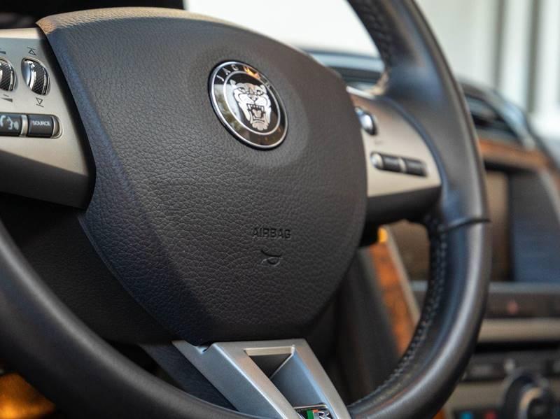 2007 Jaguar XK-Series XKR (image 39)