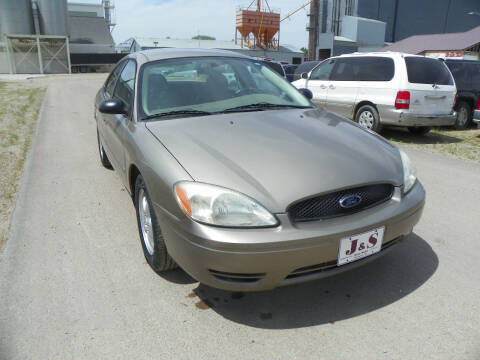 2005 Ford Taurus SE for sale at J & S Auto Sales in Thompson ND