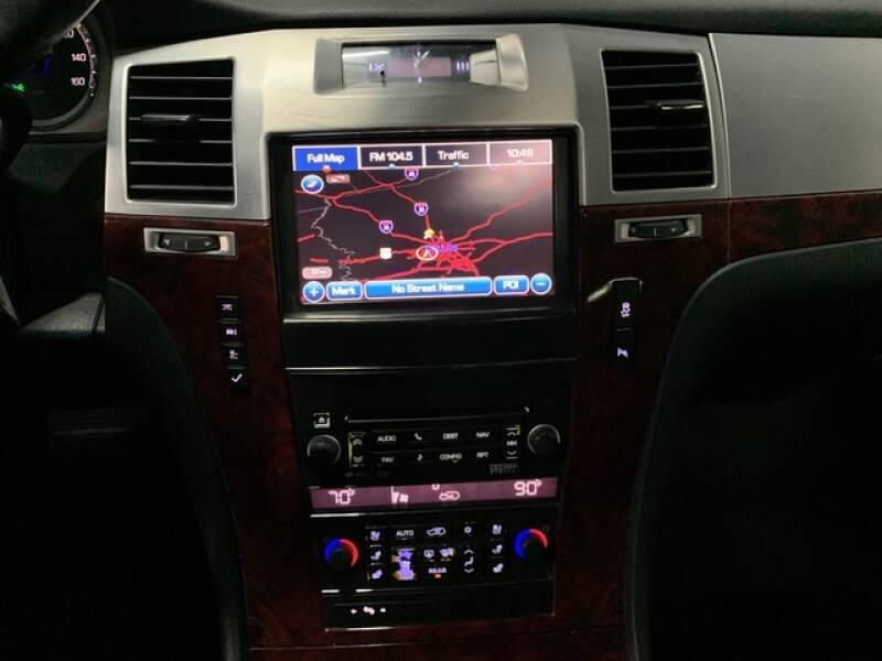2013 Cadillac Escalade Luxury (image 38)