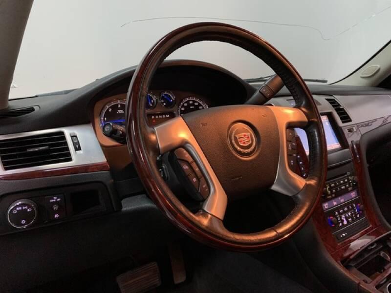 2013 Cadillac Escalade Luxury (image 13)