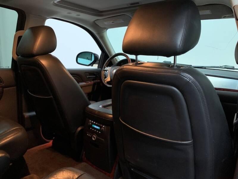 2013 Cadillac Escalade Luxury (image 22)