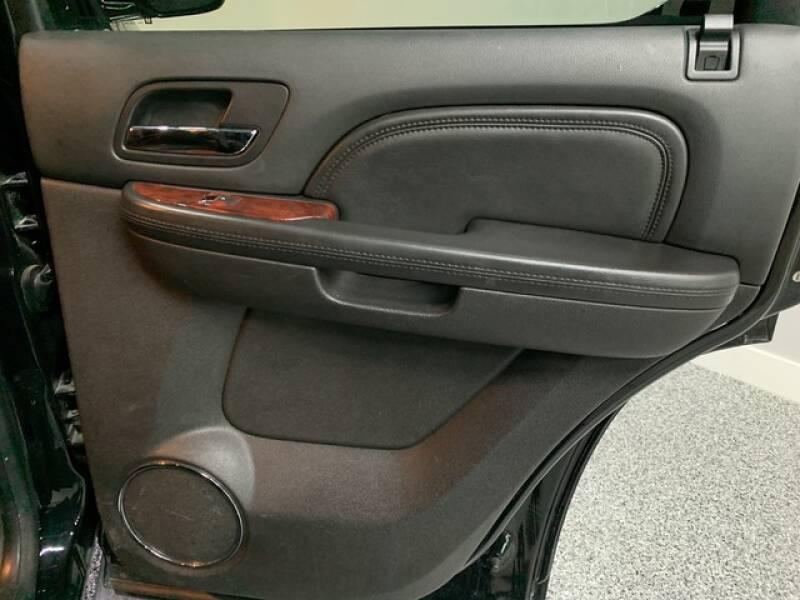 2013 Cadillac Escalade Luxury (image 24)