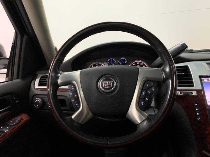 2013 Cadillac Escalade Luxury (image 34)