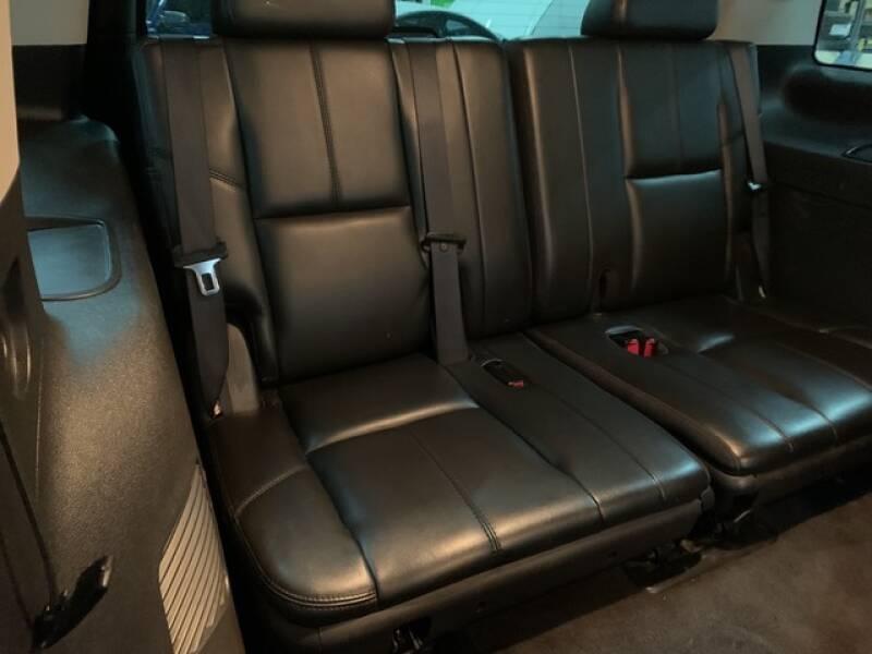 2013 Cadillac Escalade Luxury (image 25)