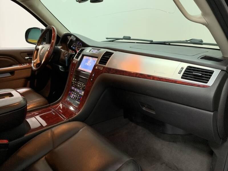 2013 Cadillac Escalade Luxury (image 18)