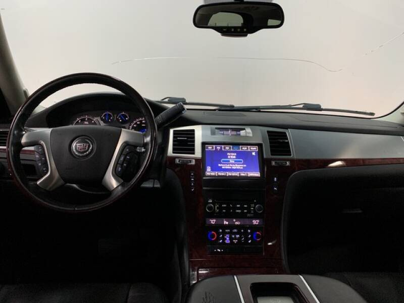 2013 Cadillac Escalade Luxury (image 33)