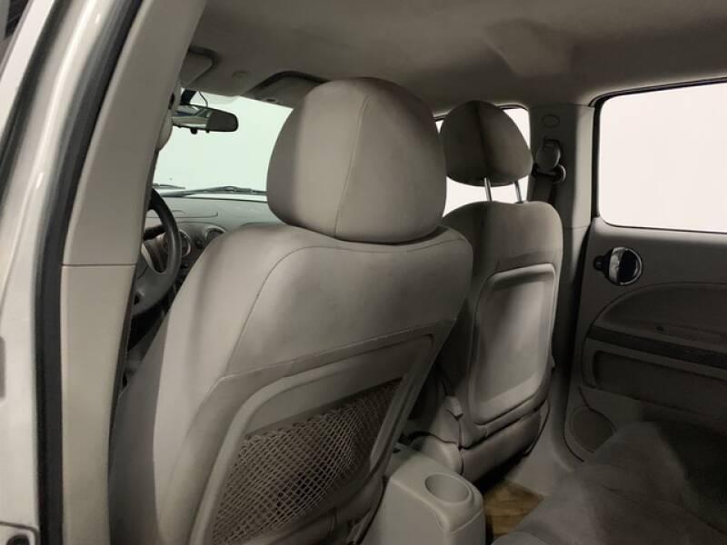 2006 Chevrolet HHR LS (image 21)