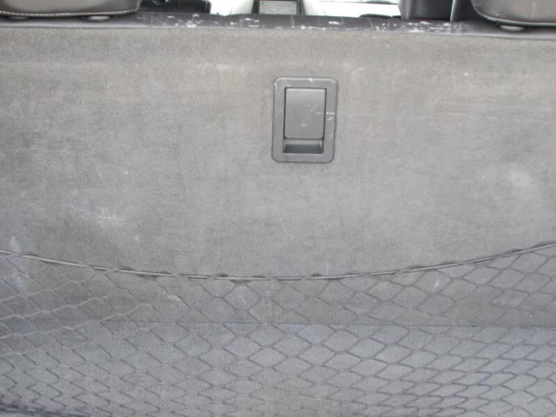 2005 Infiniti QX56 (image 32)