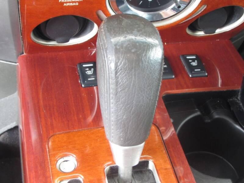 2005 Infiniti QX56 (image 15)