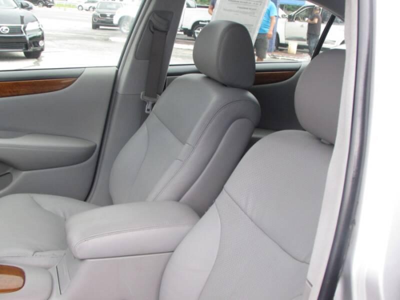 2005 Lexus ES 330 (image 32)