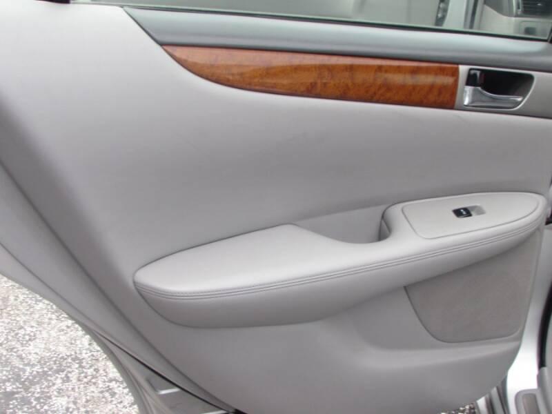 2005 Lexus ES 330 (image 43)