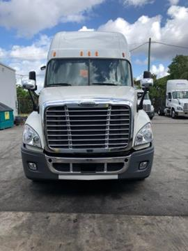 2012 Freightliner Cascadia for sale in Hialeah Gardens, FL