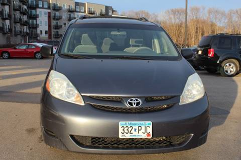 2006 Toyota Sienna LE 8 Passenger for sale at Rochester Auto Mall in Rochester MN
