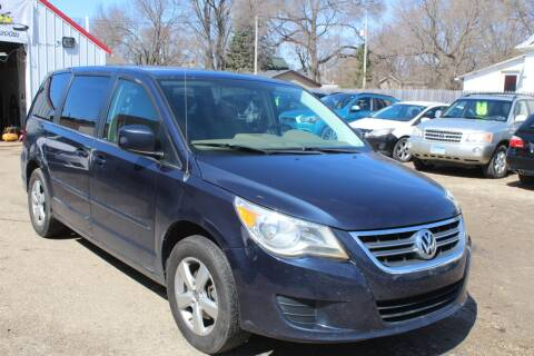 2009 Volkswagen Routan SE for sale at Rochester Auto Mall in Rochester MN