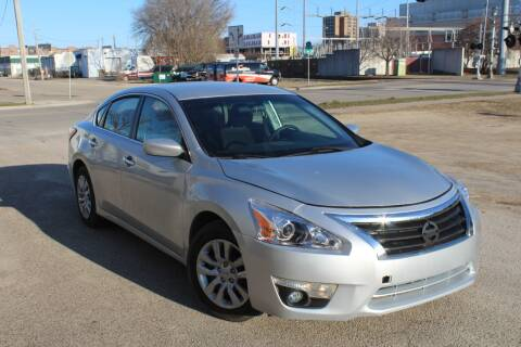 2013 Nissan Altima 2.5 S for sale at Rochester Auto Mall in Rochester MN