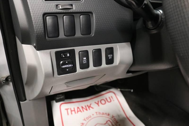 2013 Toyota Tacoma V6 (image 30)