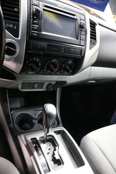 2013 Toyota Tacoma V6 (image 32)