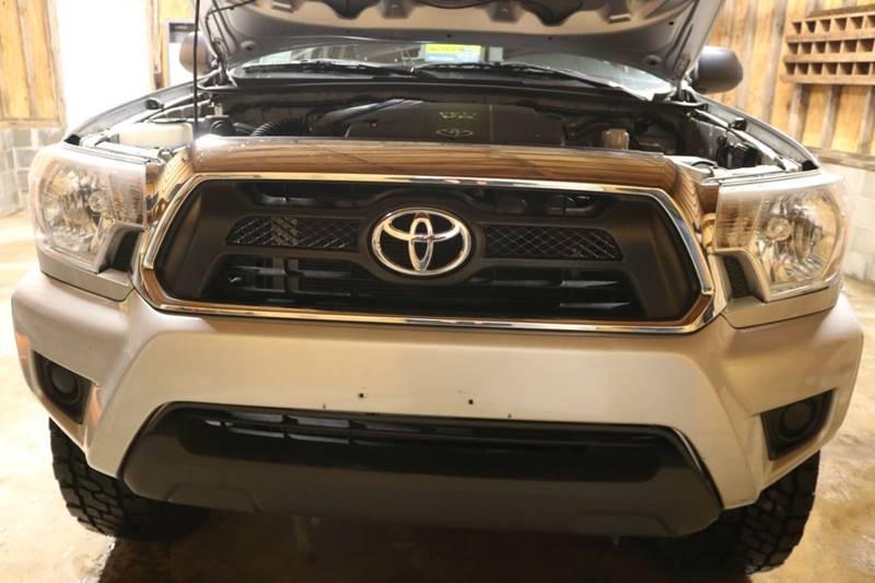 2013 Toyota Tacoma V6 (image 22)