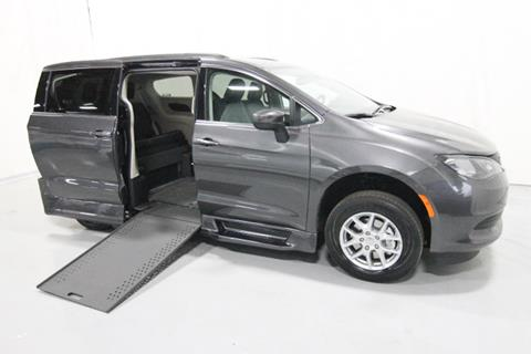 2020 Chrysler Voyager for sale in Savage, MN